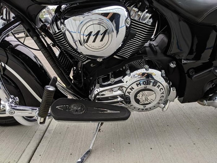2016 Indian Motorcycle® Chieftain® Thunder Black Photo 5 of 17
