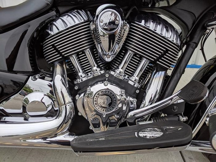 2016 Indian Motorcycle® Chieftain® Thunder Black Photo 8 of 17