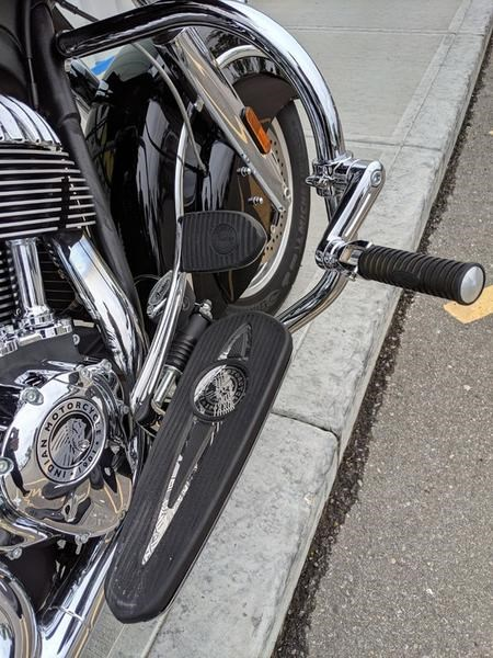 2016 Indian Motorcycle® Chieftain® Thunder Black Photo 10 of 17