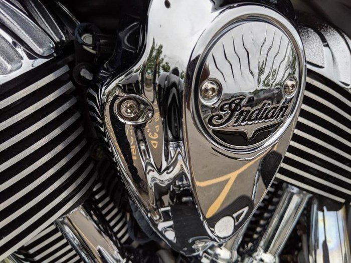 2016 Indian Motorcycle® Chieftain® Thunder Black Photo 13 of 17