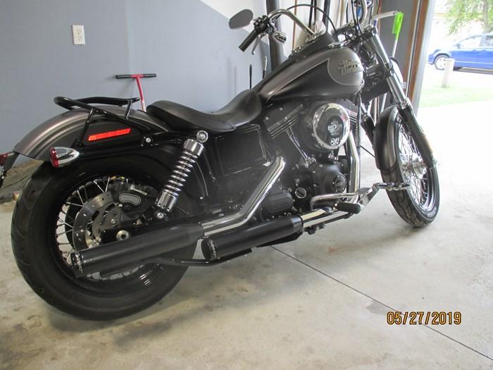 2017 Harley-Davidson Dyna Streetbob Photo 3 of 4