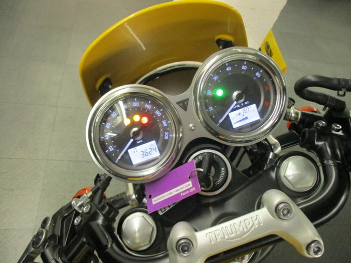 2017 Triumph Street Cup Racing Yellow/Silver Ice Photo 5 sur 7