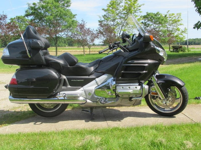 2010 Honda GL1800 AL Gold Wing Photo 4 of 7
