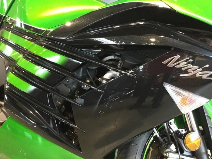2016 Kawasaki Ninja® ZX™-14R ABS SE Photo 5 of 7