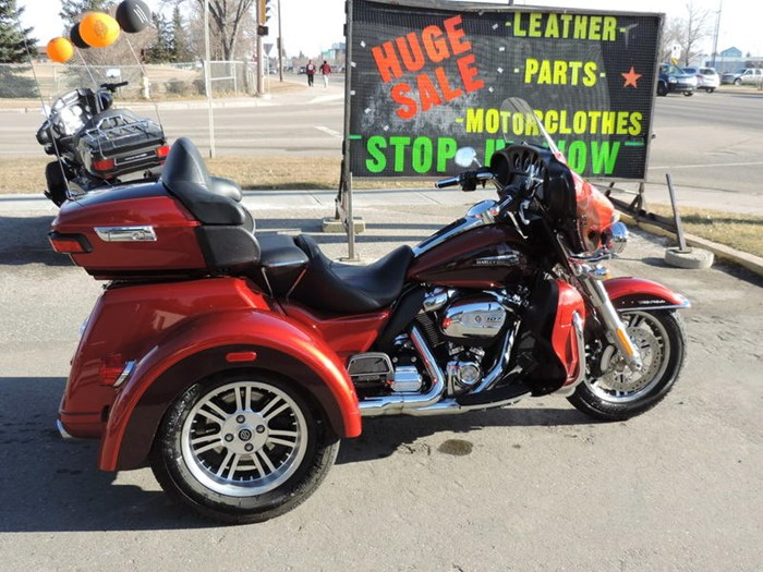 2018 Harley-Davidson FLHTCUTG - Tri Glide® Ultra Photo 6 of 8