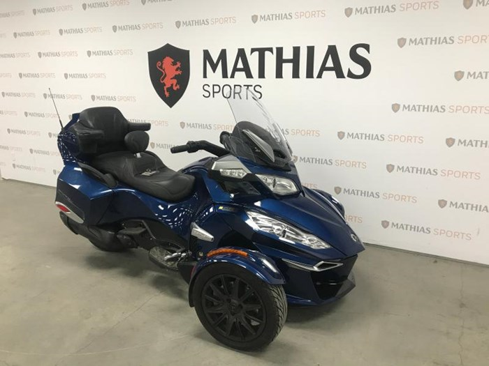 2017 Can-Am spyder rt Photo 3 of 12