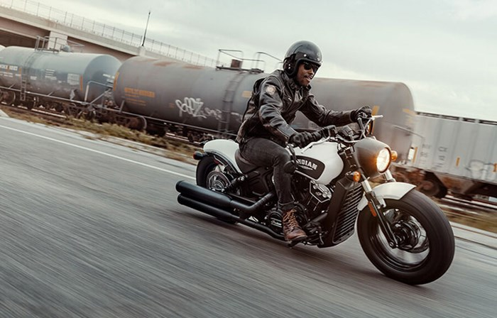 2019 INDIAN SCOUT BOBBER ABS THUNDER BLACK SMOKE Photo 2 of 8
