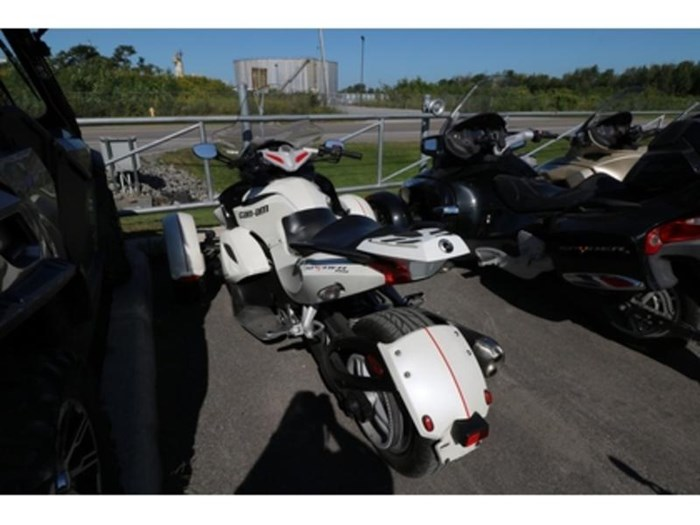 2011 Can-Am Spyder  RS-S Photo 4 of 9