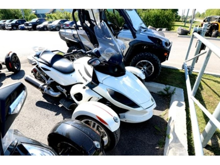 2011 Can-Am Spyder  RS-S Photo 2 of 9