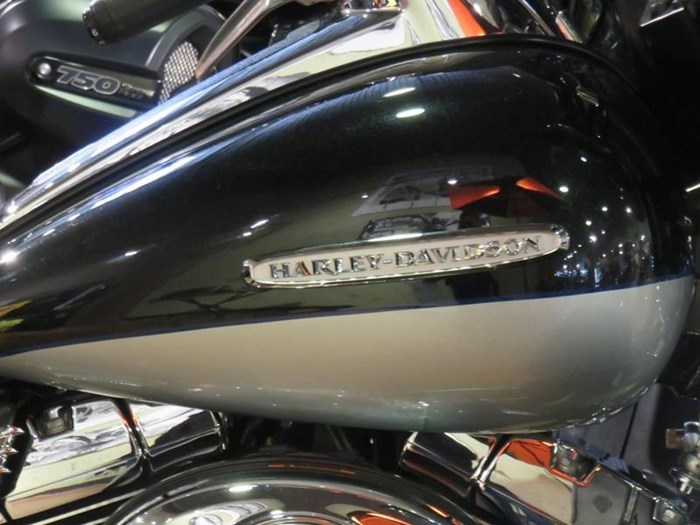 2011 Harley-Davidson FLHTK - Electra Glide® Ultra Limited Photo 3 of 10