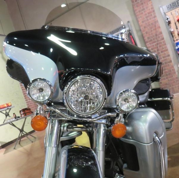 2011 Harley-Davidson FLHTK - Electra Glide® Ultra Limited Photo 9 of 10
