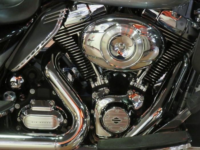 2011 Harley-Davidson FLHTK - Electra Glide® Ultra Limited Photo 2 of 10