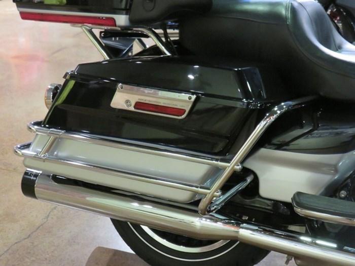 2011 Harley-Davidson FLHTK - Electra Glide® Ultra Limited Photo 4 of 10