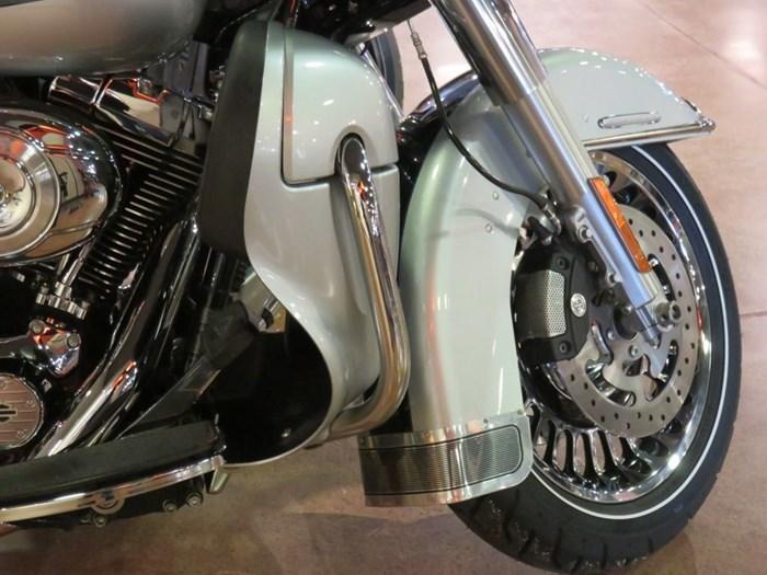 2011 Harley-Davidson FLHTK - Electra Glide® Ultra Limited Photo 5 of 10