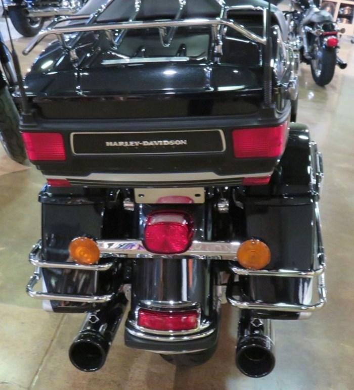 2011 Harley-Davidson FLHTK - Electra Glide® Ultra Limited Photo 8 of 10