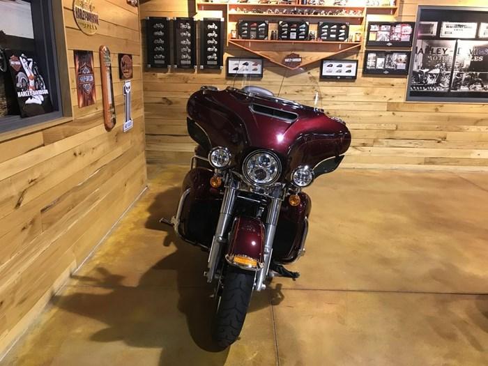2016 Harley-Davidson FLHTK - Ultra Limited Photo 7 of 9
