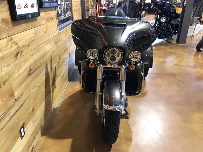 2020 Harley-Davidson FLHTCUTG - Tri Glide® Ultra Photo 3 of 13