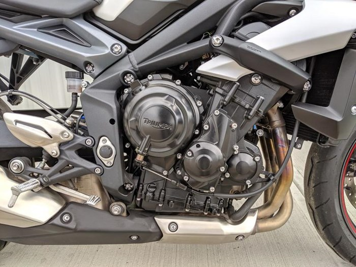 2016 Triumph Street Triple ABS Photo 7 of 12