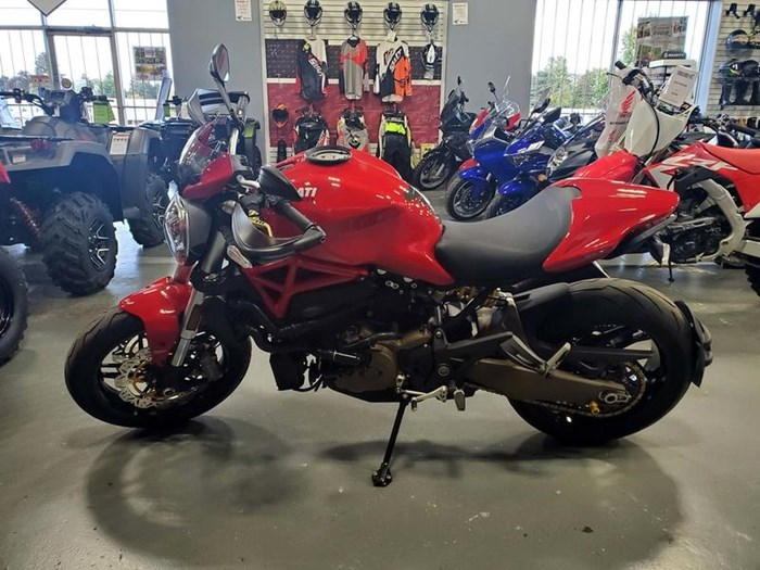 2015 Ducati Monster 821 Red Photo 5 of 10