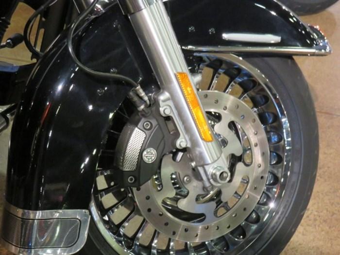 2012 Harley-Davidson FLHTK - Electra Glide® Ultra Limited Photo 5 of 11