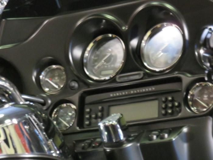 2012 Harley-Davidson FLHTK - Electra Glide® Ultra Limited Photo 9 of 11