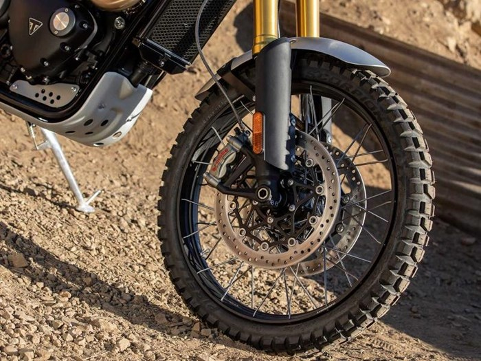 2019 Triumph Scrambler 1200 XE Fusion White Photo 8 of 9