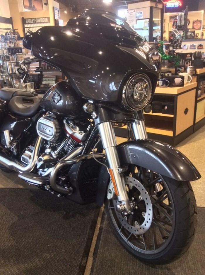 2020 Harley-Davidson FLHXSE - CVO™ Street Glide® Photo 7 sur 11