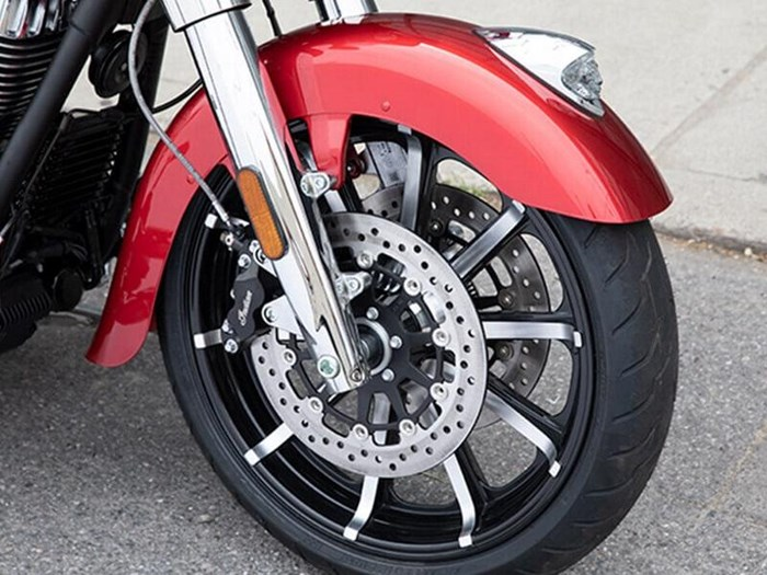2019 Indian Motorcycle® Chieftain® Limited Ruby Metallic Photo 4 of 8