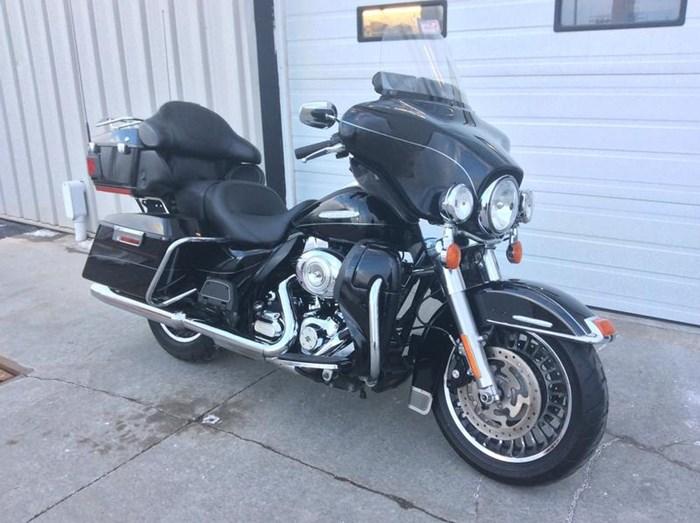 2011 Harley-Davidson FLHTK - Electra Glide® Ultra Limited Photo 2 sur 10