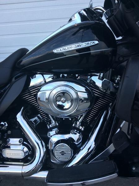 2011 Harley-Davidson FLHTK - Electra Glide® Ultra Limited Photo 6 sur 10