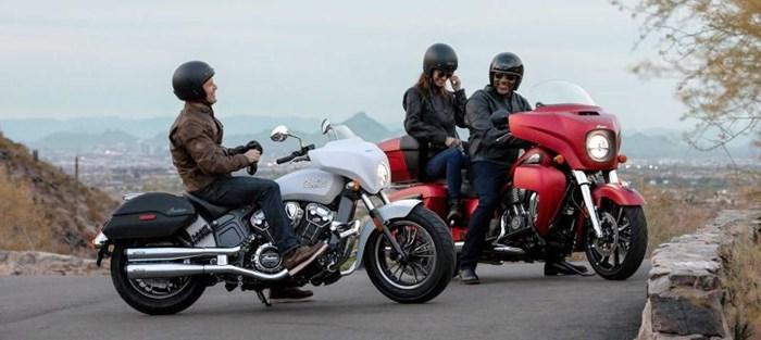 2020 INDIAN Roadmaster Dark Horse - Ruby Smoke Photo 3 sur 8