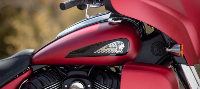 2020 INDIAN Roadmaster Dark Horse - Ruby Smoke Photo 4 sur 8