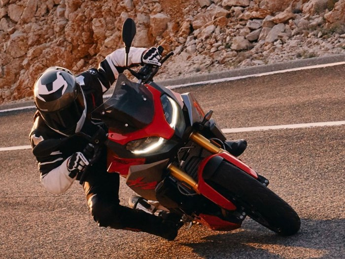 2020 BMW F 900 XR Racing Red Photo 4 of 12