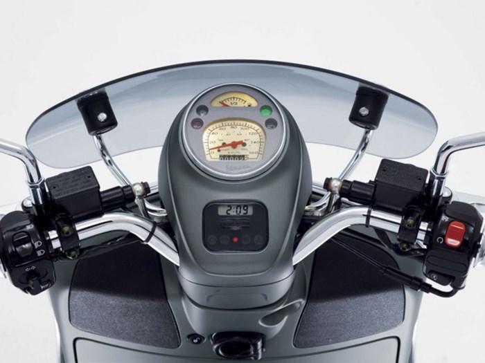 2020 Vespa GTV 300 HPE Sei Giorni ABS Photo 5 of 5