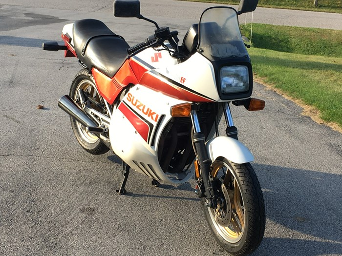 1984 Suzuki GS750EF Photo 1 of 3
