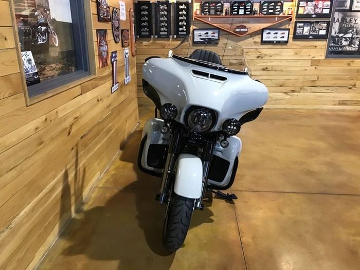 2020 Harley-Davidson FLHTKSE - CVO™ Limited Photo 3 sur 7