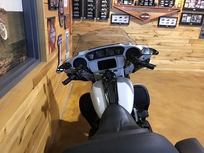 2020 Harley-Davidson FLHTKSE - CVO™ Limited Photo 7 sur 7