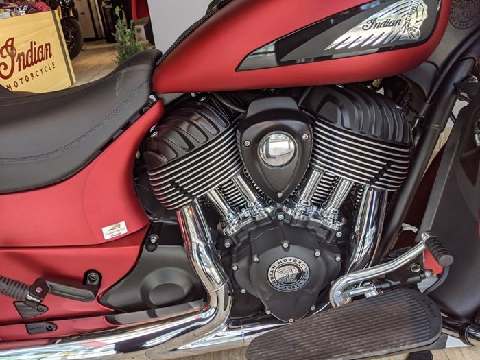 2020 Indian Motorcycle® Roadmaster® Dark Horse® Ruby Smoke Photo 9 of 13
