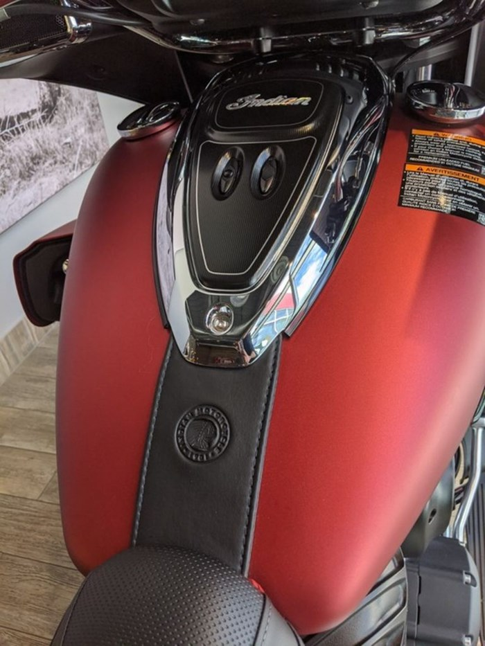 2020 Indian Motorcycle® Roadmaster® Dark Horse® Ruby Smoke Photo 12 of 13