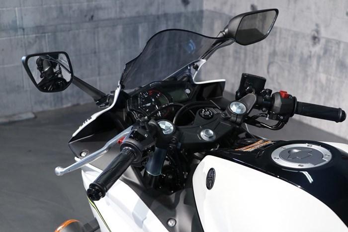 2017 Yamaha YZF-R3 ABS Photo 6 of 13