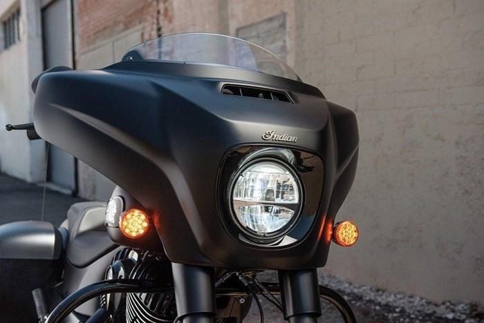 2021 Indian Motorcycle® Chieftain® Dark Horse® Thunder Black Smo Photo 5 of 11