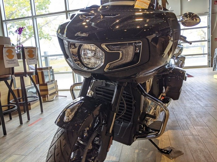 2020 Indian Motorcycle® Challenger Limited Thunder Black Pearl Photo 4 of 15