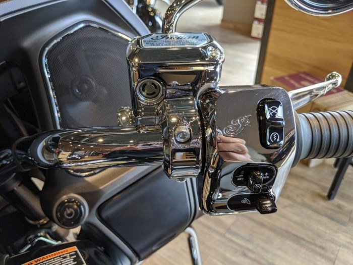 2020 Indian Motorcycle® Challenger Limited Thunder Black Pearl Photo 8 of 15