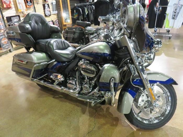 2017 Harley-Davidson FLHTKSE - CVO™ Limited Photo 1 of 14