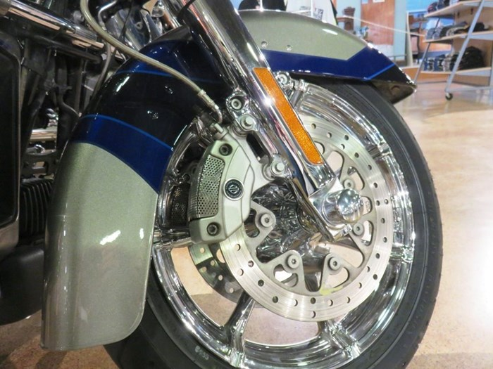 2017 Harley-Davidson FLHTKSE - CVO™ Limited Photo 3 of 14