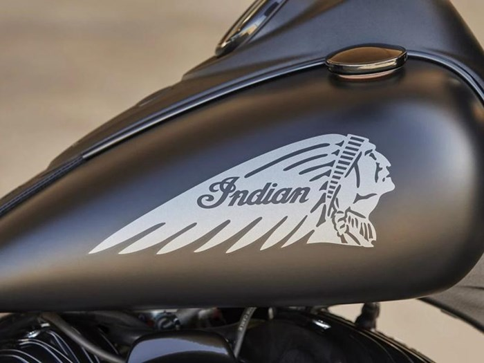 2021 Indian Motorcycle® Vintage Dark Horse® Thunder Black Smoke Photo 2 of 6