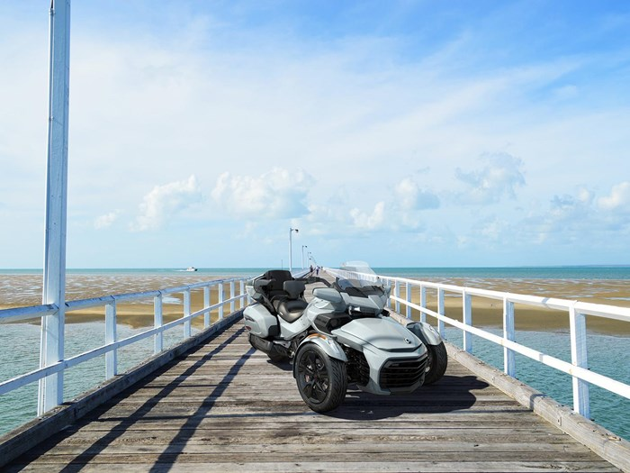 2021 Can-Am Spyder F3-T Photo 2 of 3