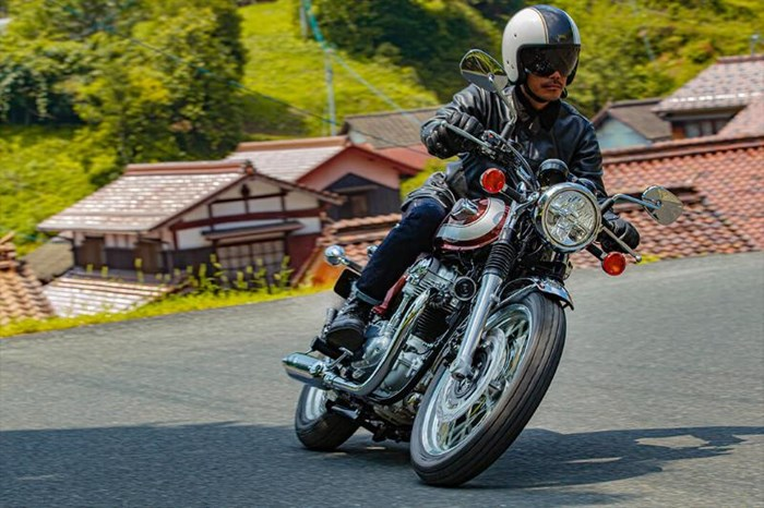 2020 Kawasaki W800 - ROUGE CARDINAL Photo 7 of 23