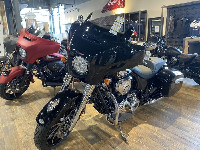 2021 Indian Motorcycle® Chieftain® Limited Thunder Black Pearl Photo 2 of 8