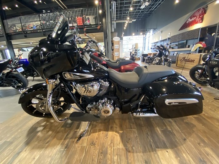 2021 Indian Motorcycle® Chieftain® Limited Thunder Black Pearl Photo 4 of 8